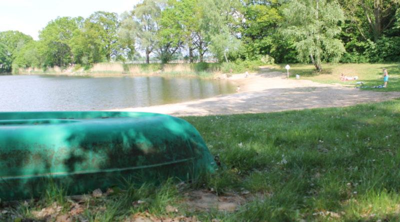 Mahlower See mit Boot im Vordergrund