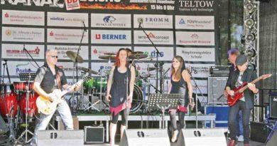 Die Band Chix'N'Bones bei Rock am Kanal 2015