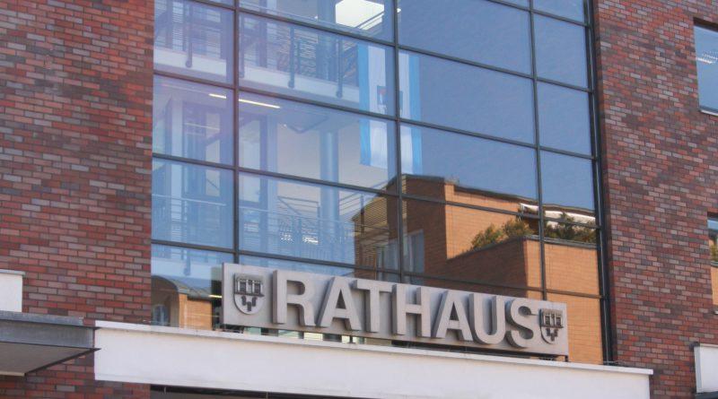 Rathaus kreativ: Zum ersten Mal stellen die Mitarbeiter aus