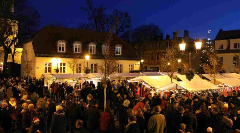 Teltower Weihnachtsmarkt mit Konzert und offenen Geschäften