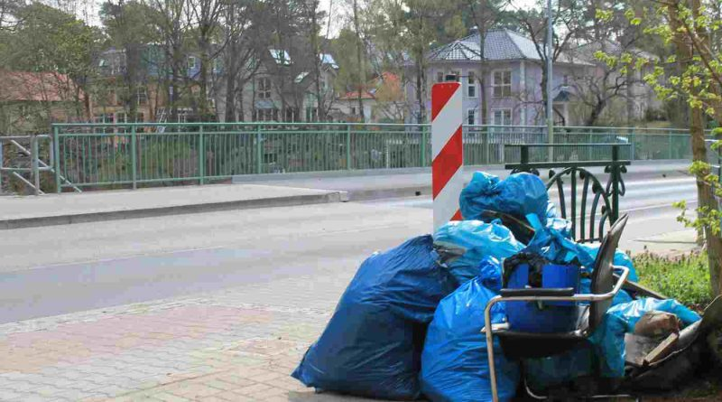 Damit die Frühlingsstimmung in Kleinmachnow nicht durch Müll und Unrat im Bannwald oder am Teltowkanal getrübt wird, findet am 14. April wieder der große Frühjahrsputz im Ort statt.