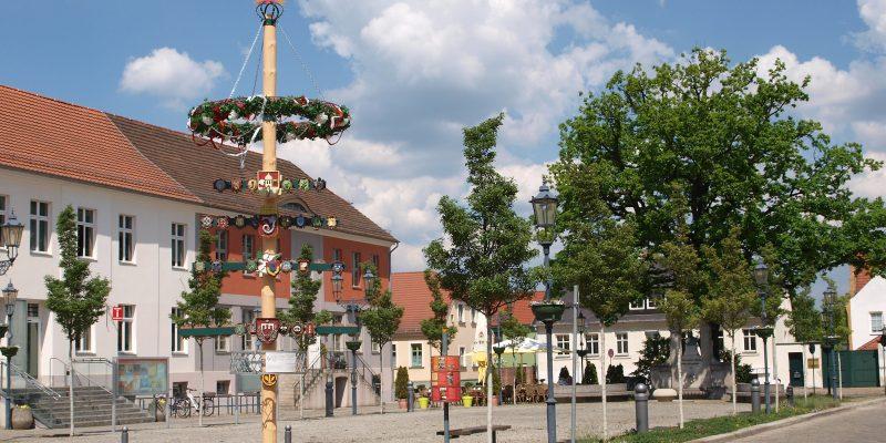 Aufstellen des Maibaumes @ Marktplatz