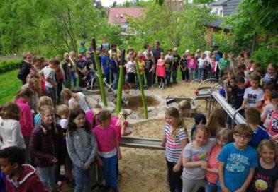 Fröhliche Wasserspiele im Lindenhof-Hort