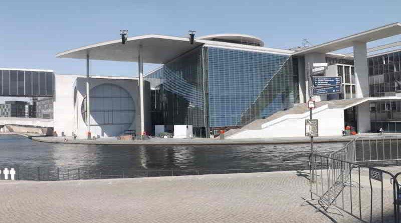 Das Freilichtkinoprogramm am Deutschen Bundestag wird beschrieben.