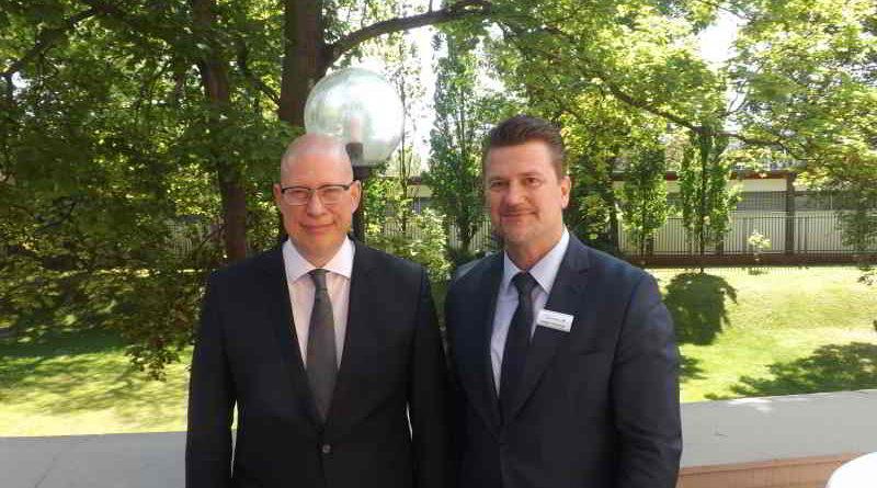 Der Besuch in Berlin und Potsdam einer Manager-Delegation aus Usbekistan wird beschrieben.