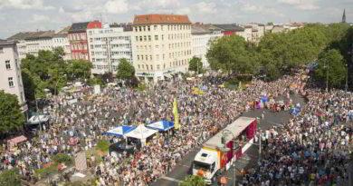 Karneval der Kulturen: Mehr U-Bahnen, Sperrungen auf Buslinien