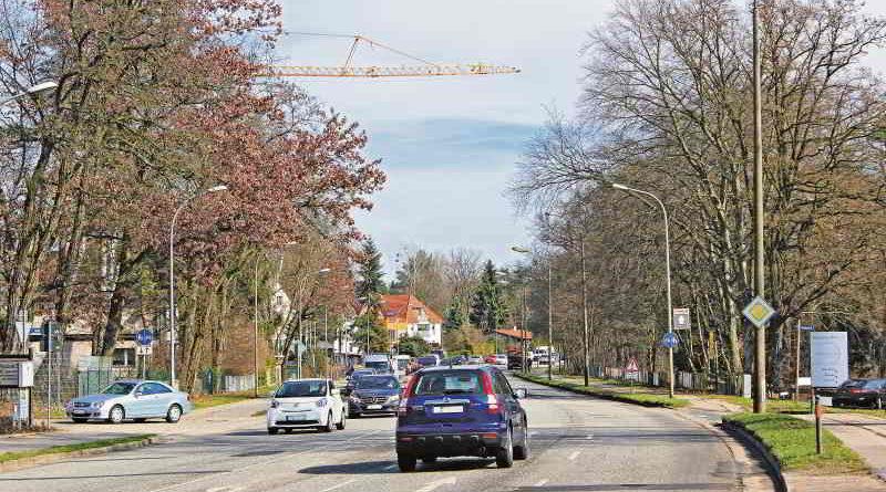 Die Potsdamer Allee in Stahnsdorf soll bald zwei statt bisher vier Spuren haben. Massive Kritik der Anwohner bewirkte eine Änderung der Baupläne.