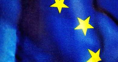 Europaminister Ludwig ehrt Brandenburgerinnen und Brandenburger mit Europaurkunde
