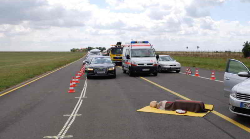 Jede Sekunde zählt bei einem Rettungseinsatz. Das DRK erklärt, was bei einer Rettungsgasse laut Straßenverkehrsordnung zu beachten ist.