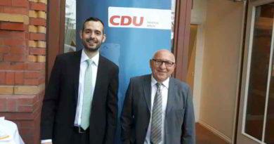 Der Berliner Abgeordnete Kurt Wansner (CDU) aus Friedrichshain-Kreuzberg lud am 23. Juni zum 10. Mal die Muslime zum Fastenbrechen ein.