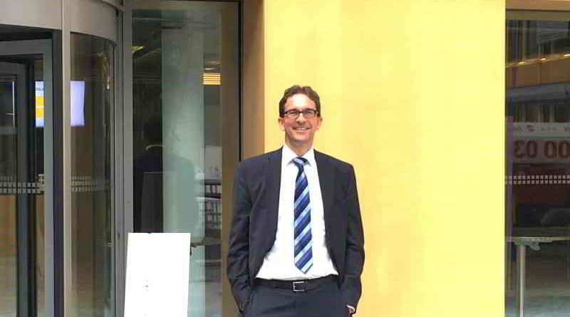 Der Pankower FDP-Parlamentarier Florian Swyter wird an seinem Arbeitsplatz, der BDA, vorgestellt.