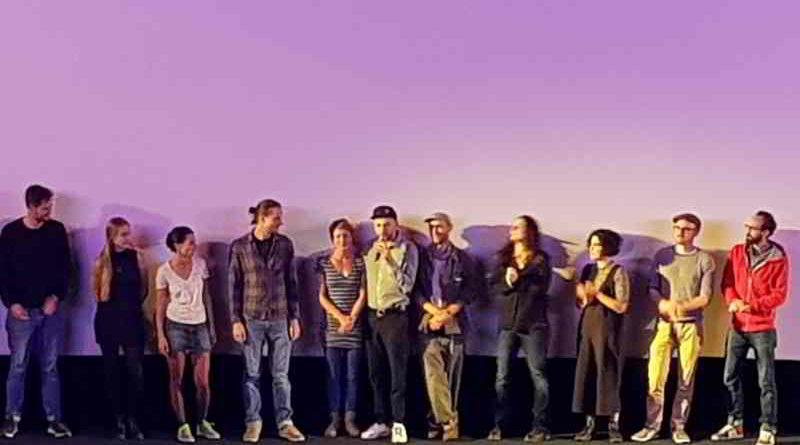 Am 21. September fand in Berlin-Neukölln die Kiezpremiere von Tom Lass' Filmkomödie BLIND & HÄSSLICH statt. Der Regisseur und sein Filmteam waren gemeinsam vor Ort.