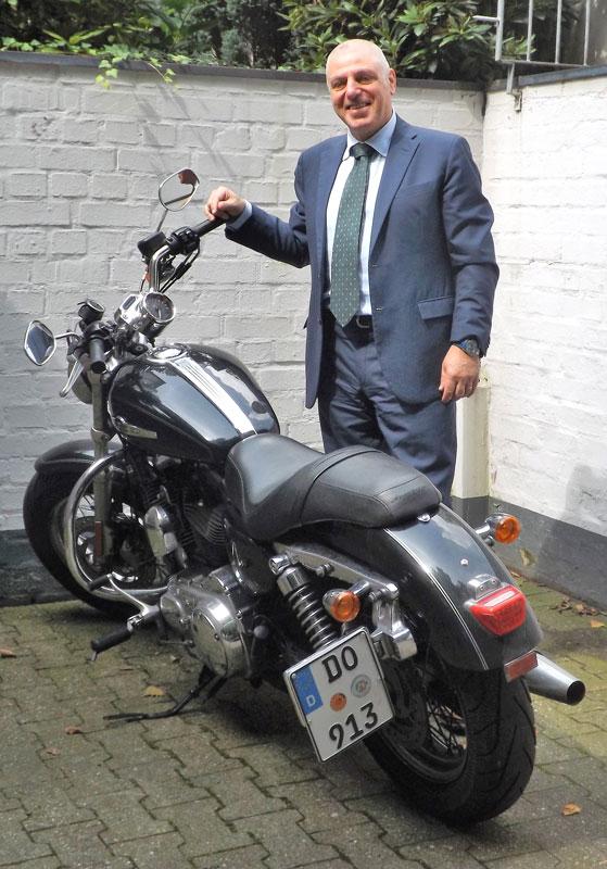 Konsul Giordani mit seiner Harley Davidson