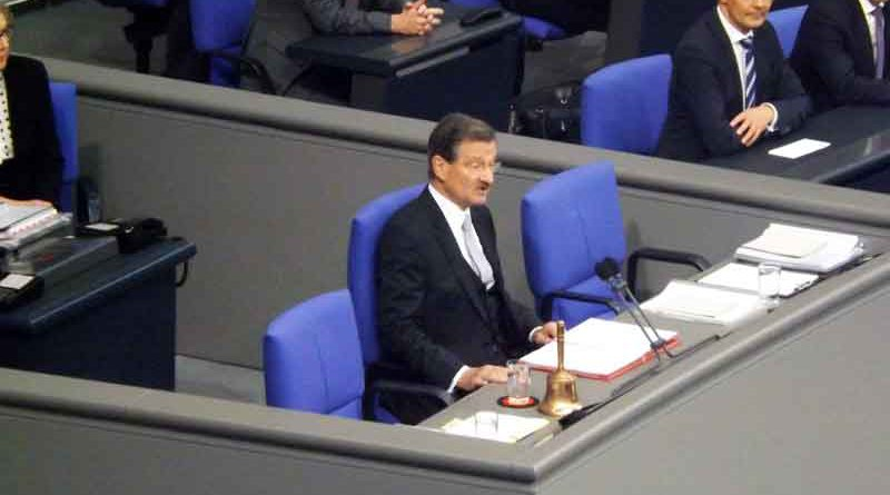 Die Verfassung sieht vor, dass sich spätestens 30 Tage nach einer Bundestagswahl der neue Bundestag zusammensetzen muss. Bis auf den letzten Tag hat man diesmal die 30-Tagefrist in Anspruch genommen.