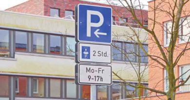 Der erste Vorschlag aus dem Bürgerhaushalt Kleinmachnows wurde umgesetzt. Für einige Parkplätze am Rathausmarkt gilt nun eine Parkzeitbeschränkung.