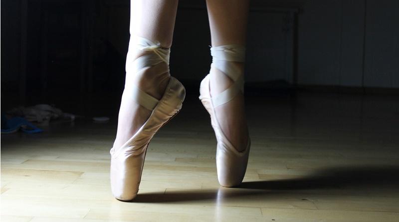 ballet-feet (Image by Jabore [CC0 Public Domian], via Pixabay