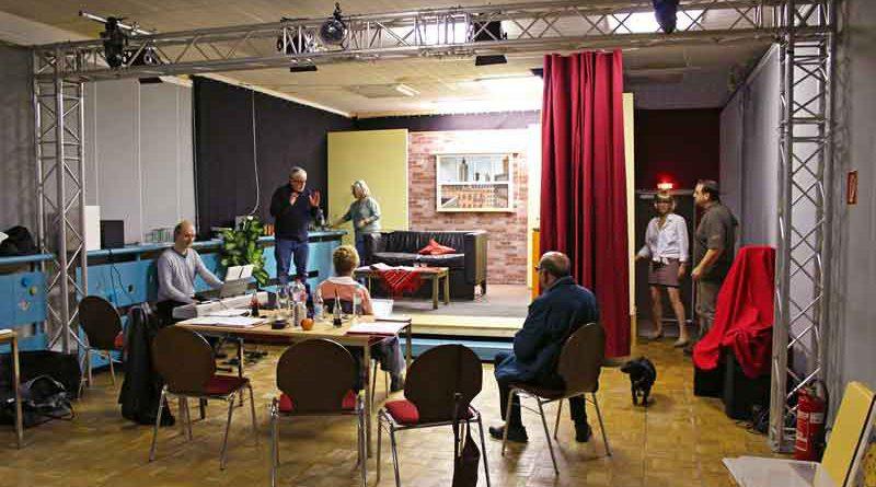 Am 1. März 2018 tritt das Kammertheater Kleinmachnow mit dem Stück Spiels nochmal Sam zum ersten Mal in den Neuen Kammerspielen auf.