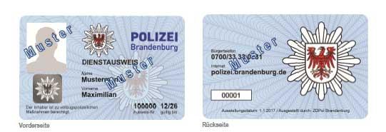 Blaue Dienstausweise der Brandenburger Polizei