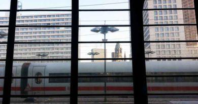Nach dem Brand an Silvester halten seit dem 1. Februar 2018 wieder Regional- und Fernzüge am Bahnhof Zoologischer Garten.