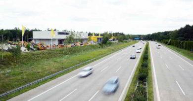 Wegen Bauarbeiten an einer Brücke am Autobahnkreuz Zehlendorf wird die A115 von Freitagabend bis Montagmorgen komplett gesperrt. Trotz Umleitungen kann es zu massiven Staus kommen, warnt der ADAC.