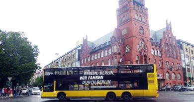 Für Schüler, die in Berlin zur Schule gehen, wird Bus- und Bahnfahren ab dem 1. August günstiger. Dann gelten neue Tarife für das Schülerticket bei S-Bahn und Berliner Verkehrsbetrieben (BVG).