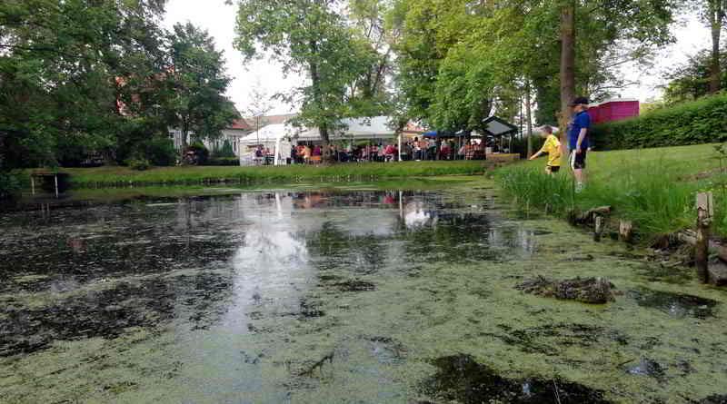 Die Stahnsdorfer Ortsteile Sputendorf und Schenkendorf feiern wieder ein gemeinsames Dorffest. Schaumkusswerfen, Pony-Fußball und ein Lagerfeuer auf dem Sputendorfer Dorfteich sorgen am 26. Mai für sommerliche Stimmung.