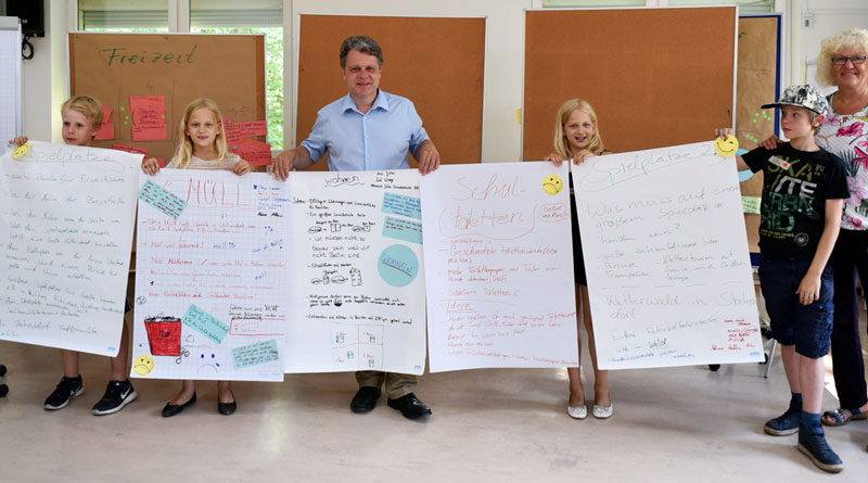 """Kinder beobachten die Welt um sie herum ganz genau und wissen oft mehr als wir Erwachsenen ahnen. Nicht immer trauen sie sich aber, ihre Meinung offen zu sagen. Am 9. Juni erhielten sie im Jugend- und Familienzentrum """"ClaB"""" (EJF) in Stahnsdorf ein Forum dafür."""