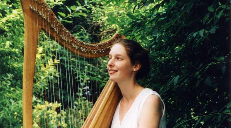 Die keltische Harfe gehört zu den ältesten Musikinstrumenten der Welt. Ihre Töne klingen nach schottischen Hochländern und verwunschenen Elfenwäldern, eben einfach nach Magie. Am 1. Juli um 17:00 Uhr können sich Musikfans beim Konzert von Nadja Birkenstock ein eigenes (Klang-)Bild machen.
