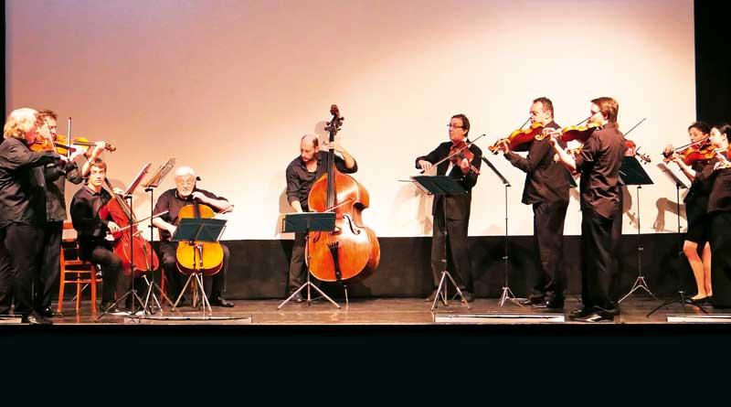 """Nach der gelungenen und fulminanten Premiere des Projekts """"Fantastic Opera"""" konnte das kulturinteressierte Publikum kürzlich miterleben, wie in den Neuen Kammerspielen ein weiteres Highlight aus der Taufe gehoben wurde: das neu gegründete """"Four Seasons Orchestra""""."""