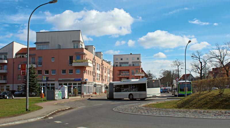 Ab Montag starten in Stahnsdorf die umfangreichen Umbauten an der Kreisstraße 6960 (Potsdamer Allee) und fordern vor allem die Geduld der Autofahrer heraus. Der Busverkehr soll weitestgehend weiterrollen.