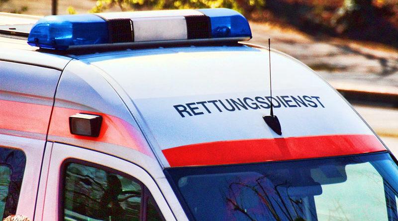 Der Kreistag Potsdam-Mittelmark hat am gestrigen Donnerstag die Neuvergabe der Rettungsdienste im Landkreis beschlossen. Die Abgeordneten stimmten mit sieben Gegenstimmen und drei Enthaltungen mehrheitlich für die Bewerber, die sich an der Ausschreibung beteiligt hatten. Für die Rettungswache Teltow werden ab Oktober Notärzte und Sanitäter vom Maltester Hilfsdienst zuständig sein. Beworben hatten sich das Deutsche Rote Kreuz (DRK), das Ernst-von Bergmann-Klinikum (EvB) und der Malteser Hilfsdienst.