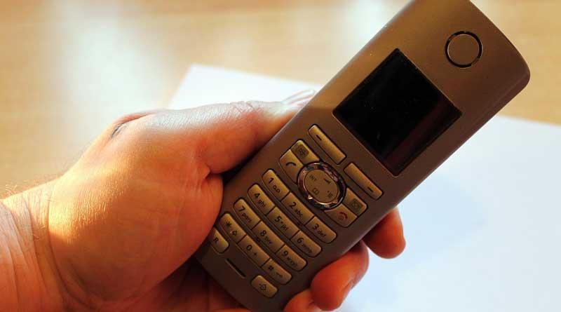 Generell sollte man sich nicht am Telefon zu einer Überweisung oder einer Herausgabe der Kontodaten überreden lassen. Auch nicht, wenn es das Finanzamt ist. Viele Berliner bekommen derzeit Anrufe, bei denen Gebühren für Lottogewinne verlangt werden.