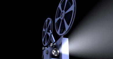 """In Kleinmachnow fällt am 14. Juli der Startschuss für den 7. Open-Air-Kinosommer der Region TKS. Um 22 Uhr geht es im Innenhof des Rathauses los. Gezeigt wird """"Sein oder Nichtsein"""" aus dem Jahr 1942. Der Film gilt heute als eine der besten Komödien Ernst Lubitschs."""