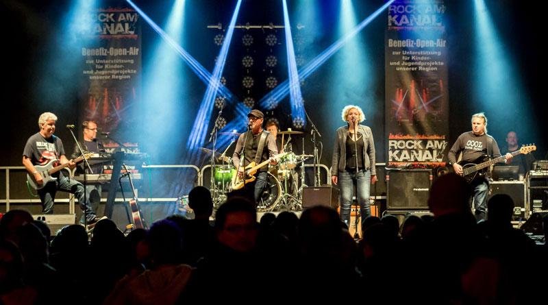 """Das Benefizkonzert """"Rock am Kanal"""" findet am Samstag, 1. September, wieder auf dem Parkplatz Zehlendorfer Straße/Ecke Zeppelinufer in Teltow statt. Sieben Bands rocken von 15 bis 24 Uhr die Bühne."""