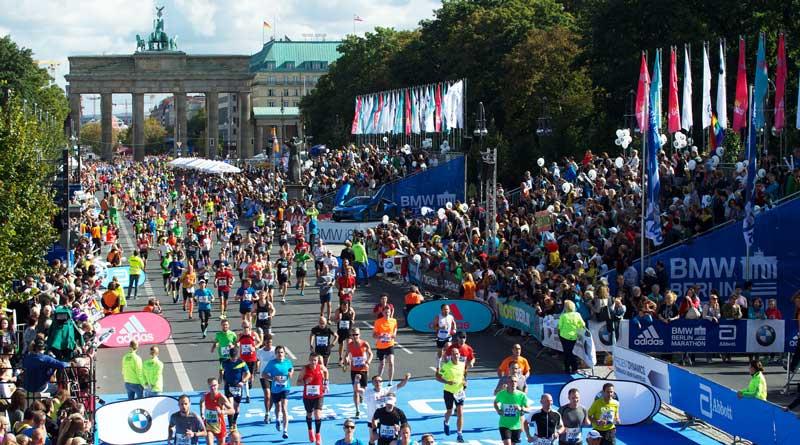 An diesem Wochenende gehören Berlins Straßen den Teilnehmern desBerlin-Marathons. Eine erste Straßensperrung gibt es bereits seit Anfang der Woche auf einem Teil der Straße des 17. Juni. Ab Freitag und teilweise bis Montagabend gibt es zahlreiche weitere Sperrungen im Stadtgebiet.