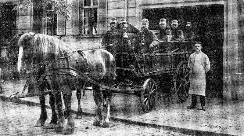 Die Feuerwehr der Stadt Teltow feiert im kommenden Jahr ihr 130-jähriges Bestehen. Aus diesem Anlass wird es eine Ausstellung und verschiedene Veranstaltungen geben. Gesucht werden hierfür historische Dokumente, Fotos und sonstige Zeitzeugenberichte, die das Thema Feuerwehr Teltow beinhalten.