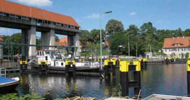 Wer sich zwischen dem 22. Oktober und dem 09. November im Boot auf große Fahrt über den Teltowkanal begeben will, wird an der Schleuse Kleinmachnow ausgebremst. Das zuständige Wasserstraßen-Neubauamt führt in dieser Zeit eine Bauwerksinspektion durch und sperrt die Schleuse deshalb für den Schifffahrtsverkehr.