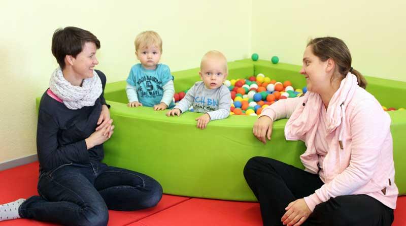 """Im März 2018 startete in der Ruhlsdorfer Kita die Krabbelgruppe für Kinder von sechs Monaten bis eineinhalb Jahren, ein Angebot, das in Kooperation mit dem Familienzentrum """"Philantow"""" umgesetzt wird."""