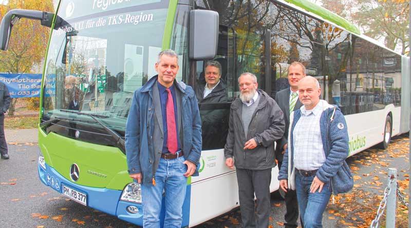 Bürgermeister Bernd Albers hat es schon mal ausprobiert, am 08. Dezember sind alle Interessierten von 10:00 bis 13:00 Uhr zu einen Probiertag auf den Betriebshof von regiobus in Stahnsdorf geladen, um sich selbst einmal beim Busfahren zu testen.