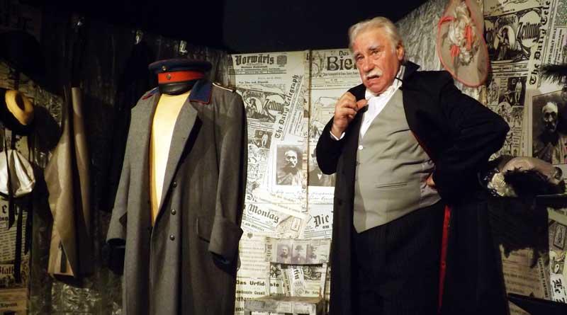 In Köpenick werden im kommenden Jahr 130 Jahre Kieztheater gefeiert. Dass es das Theater noch gibt, ist auch Jürgen Hilbrecht zu verdanken. Ein Theater im Kiez bedeutet für den Hauptmann von Cöpenick-Darstellern Lebensqualität. Aber er hat noch einen weiteren Grund für seinen Einsatz...