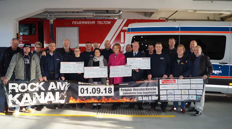 """Im September wurde beim Benefizkonzert """"Rock am Kanal"""" eine Rekordsumme von 20.000 Euro gesammelt. Am 05. Dezember übergaben die Veranstalter die symbolischen Spendenschecks an vier karitative regionale Projekte."""