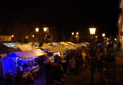 Am Sonntag ab 14:00 Uhr wird es rund um den Marktplatz in Teltow richtig festlich. Beim diesjährigen Weihnachtsmarkt dürfen sich die Besucher bis über zahlreiche Aktivitäten auch im Bürgerhaus freuen. Zum Abschluss gibt es wieder ein großes Konzert in der Andreaskirche.