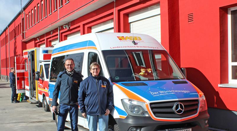 Karola Losensky und Uwe Sterr wissen: Wünsche werden bescheidener, wenn die Zeit wirklich zu Ende geht. Beide begleiten seit drei Jahren ehrenamtlich Fahrten Todkranker und ihrer Familien mit dem Wünschewagen.