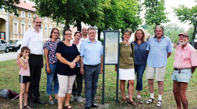 Von der Jahrhunderte währenden Geschichte der Häuser und ihrer Umgebung im historischen Ortskern von Stahnsdorf künden seit Neuestem acht Informationstafeln.