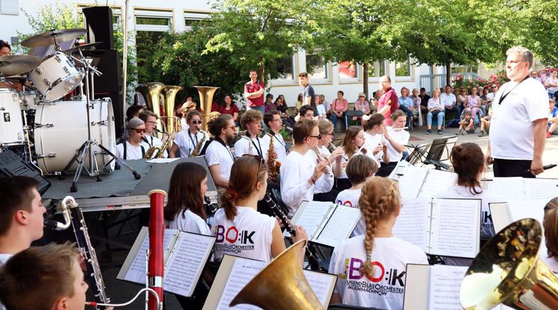 Wenn das Jugendblasorchester der Kreismusikschule Potsdam-Mittelmark sein Jahreskonzert in der Stahnsdorfer Heinrich-Zille-Grundschule gibt, ist das gleichzeitig auch der Startschuss für den Beginn des neuen Schuljahres. Am kommenden Samstag ist es wieder soweit.