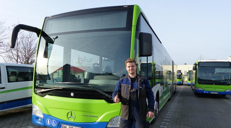 Am 21. September von 10:00 bis 13:00 Uhr lädt die regiobus Potsdam Mittelmark GmbH Schülerinnen und Schülern ab der 9. Klasse zum Ausprobieren ihrer Ausbildungsberufe auf den Betriebshof in Stahnsdorf ein – auch das Fahren eines Busses darf geübt werden.