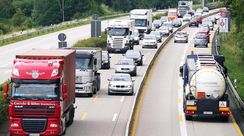 Spezialisten der Verkehrspolizei haben am 12. September zwischen 8:00 und 14:00 Uhr LKW und Busse kontrolliert, um die Hauptunfallursachen zu geringer Abstand, unangepasste Geschwindigkeit und Ablenkung bzw. Unaufmerksamkeit festzustellen und zu ahnden.