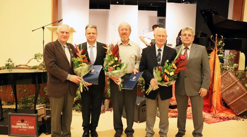 Die Gemeinde Stahnsdorf verlieh am 25. Oktober ihre Ehrennadeln Nummer 16 bis 18.