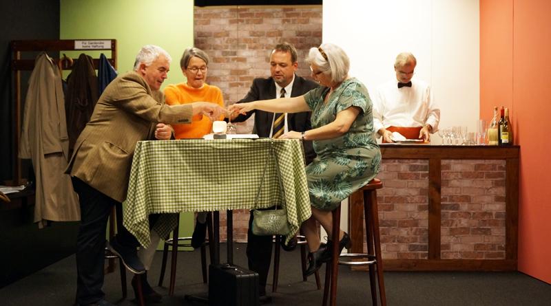 """Mit einem neuen Stück startet das Kammertheater Kleinmachnow am Reformationstag in seine zweite Spielsaison. """"Tiramisu"""" handelt von den vier Freunden Judith, Lotte, Alfred und Thomas, die sich bei einem Urlaub in Italien kennengelernt haben und nach langer Zeit wieder- sehen."""