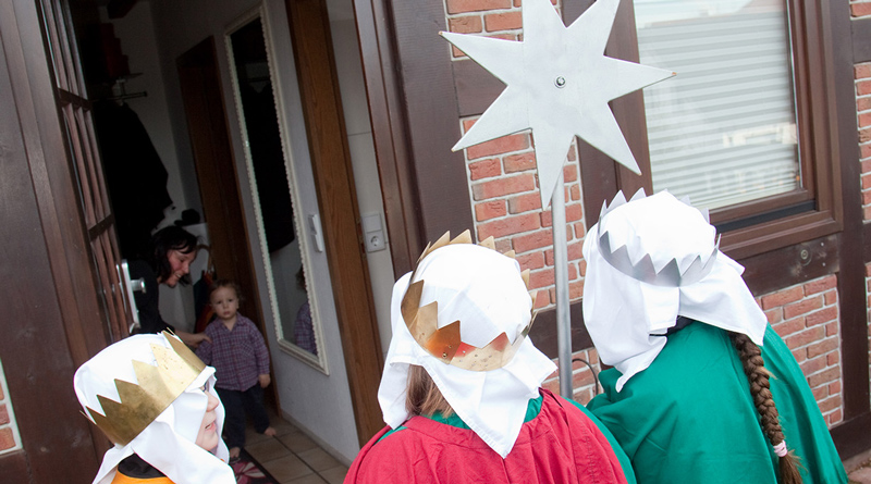 Im Januar sind die Sternsinger wieder im Auftrag des Friedens unterwegs. Auch die Evangelische Kirchengemeinde Kleinmachnow will die Aktion unterstützen und sucht nun Kinder und Eltern, die sich beteiligen möchten. Die Vorbereitung findet im November statt.